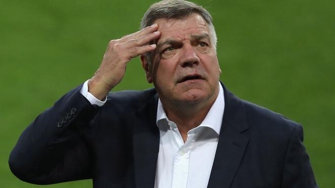 Bê bối khiến Sam Allardyce mất chức HLV tuyển Anh. HLV 62 tuổi buộc phải rời nhiệm sở chỉ sau 67 ngày trên cương vị thuyền trưởng của