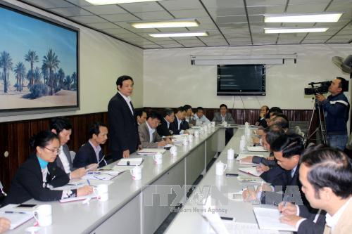 Đồng chí Phạm Văn Thư (người đứng) nhận khuyết điểm trước Ủy ban Kiểm tra Tỉnh ủy Hải Dương. Ảnh: Mạnh Tú.