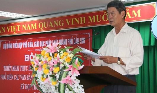Ông Võ Văn Chính - Giám đốc Sở Tư pháp, kiêm Phó Chủ tịch PBGDPL Cần Thơ tại Hội nghị triển khai thực hiện Ngày Pháp luật năm 2017.