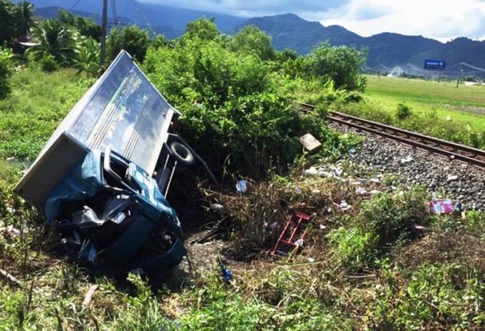 Hiện trường vụ tai nạn đường sắt khiến 3 người thương vong ở Khánh Hòa. Ảnh PLO
