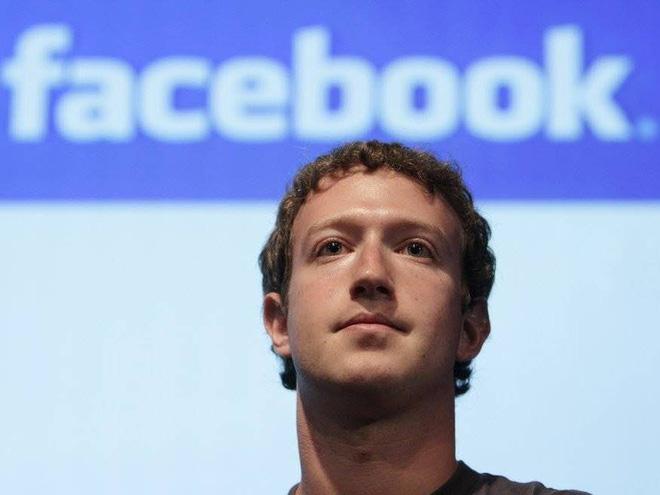 Anh có toàn quyền điều khiển tương lai của Facebook nhờ vào quyền bỏ phiếu của mình. Giá cổ phiếu Facebook đã tăng hơn 50% giá trị kể từ tháng 4/2016 và Zuckerberg nói sẽ tăng tốc độ bán cổ phiếu để tài trợ cho quỹ Chan Zuckerberg. Trong 18 tháng tới, anh có thể bán 35 đến 85 triệu cổ phiếu, ước tính khoảng 6 tỷ đến 12 tỷ USD.