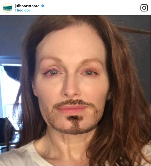 Có thể bạn không tin nhưng người đàn ông tóc dài trong ảnh chính là nữ minh tinh màn bạc Julianne Moore.