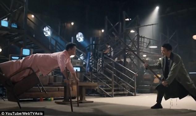 Jack Ma (trái) đấu với nam diễn viên võ thuật hàng đầu của Trung Quốc hiện nay - Ngô Kinh (phải).