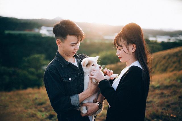 """Võ Văn Tùng (sinh năm 1995) và Trần Thị Đoan Trang (sinh năm 1998) quen biết nhau qua mạng xã hội khi anh chàng Văn Tùng vô tình """"like"""" bình luận của cô gái Đoan Trang."""