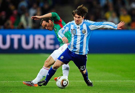 Ở kỳ World Cup 2010, Messi trở thành cầu thủ chủ chốt của Argentina. Ảnh: Reuters