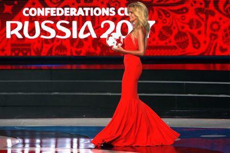 Cựu Hoa hậu Nga cũng rất tích cực vận động cho kì World Cup 2018