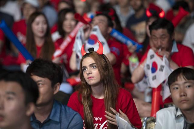 Người nước ngoài tại Hàn Quốc cũng chung hoà chung nhịp đập cùng các con tim xứ Hàn