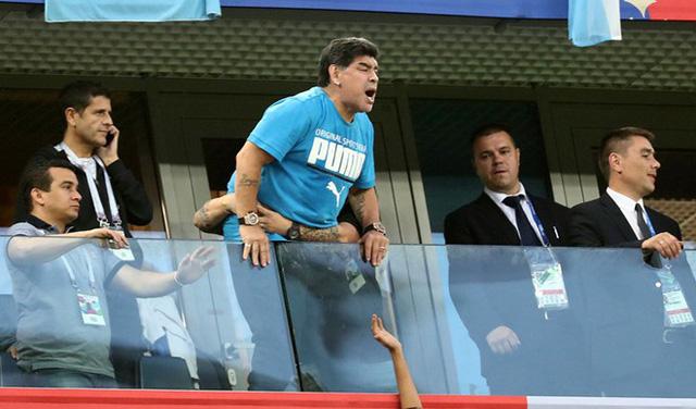 Maradona đã gây ra nhiều tranh cãi ở World Cup 2018.