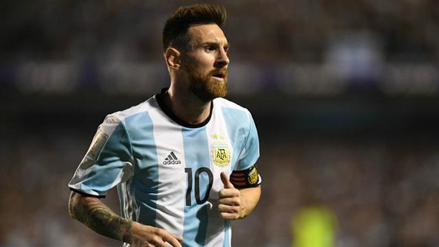 Messi được cho là can thiệp vào các quyết định sử dụng người của HLV Sampaoli