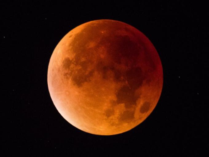 Nguyệt thực toàn phần - hay còn gọi là Mặt trăng máu