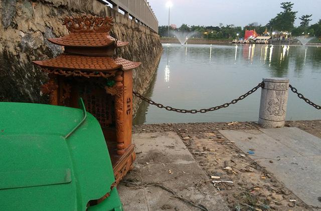 Một số chỗ trong công viên thành nơi vứt rác của những người thiếu ý thức.