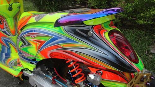 Xe được bổ sung bánh xe TK Racing, bộ giảm xóc Seven Speed & Gazi