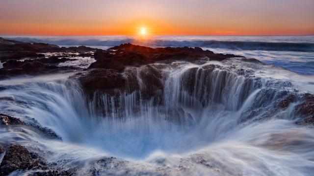 Vẻ đẹp kỳ diệu của hố nước giữa lòng đại dương