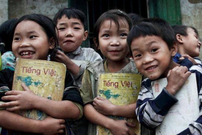 Trẻ em vùng dân tộc và trẻ em thuộc các hộ nghèo cần được ưu tiên để phát triển. Ảnh minh họa