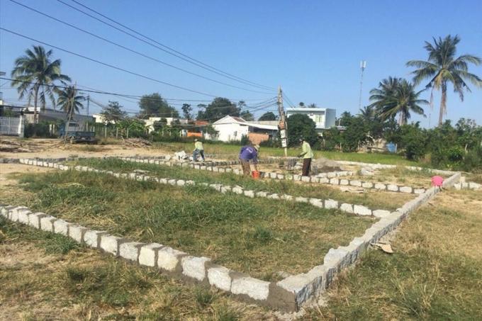 Hoạt động phân lô, bán nền tại xã Vĩnh Phương, TP.Nha Trang, Khánh Hòa. Ảnh: PV