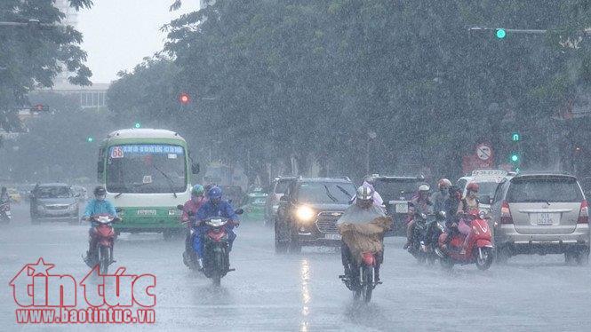 Sáng và đêm Hà Nội có mưa và mưa nhỏ, trời lạnh.