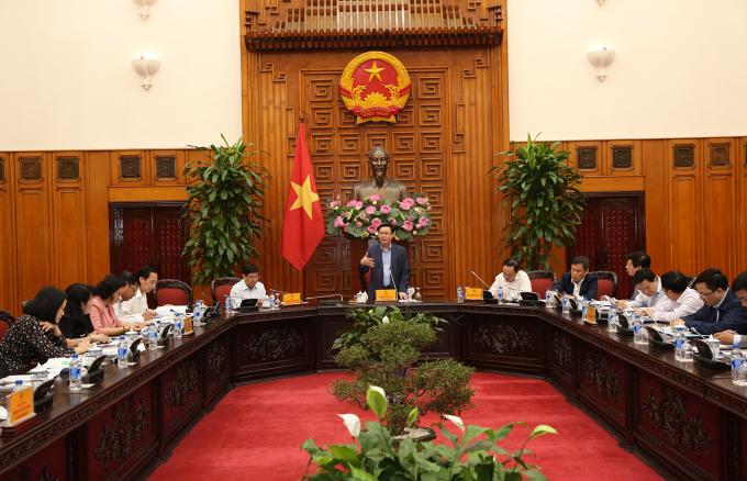 Phó Thủ tướng Vương Đình Huệ cùng lãnh đạo UBND TPHCM, lãnh đạo các bộ, ngành tại buổi làm việc. Ảnh: VGP