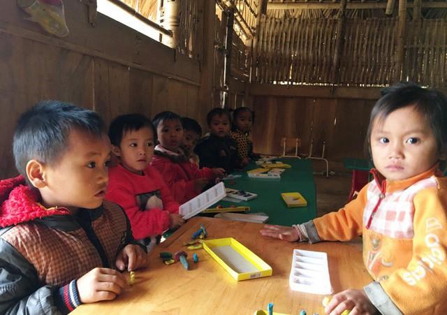 Đối tượng được miễn học phí là: Trẻ em học lớp mẫu giáo 5 tuổi ở vùng có điều kiện kinh tế - xã hội đặc biệt khó khăn... Ảnh: Dân trí