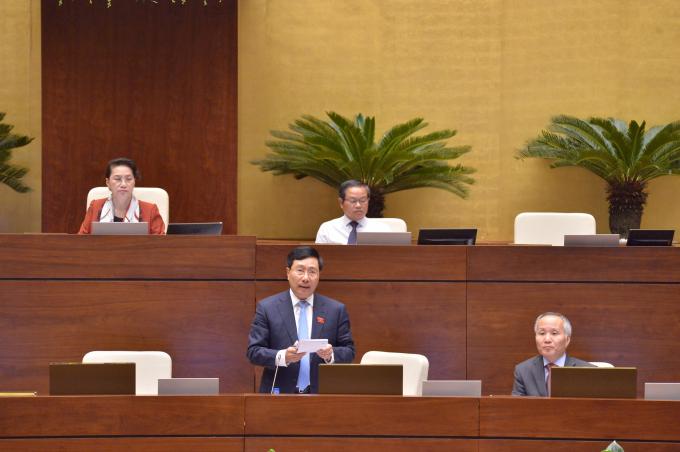 Phó Thủ tướng Phạm Bình Minh giải trình, làm rõ những vấn đề đại biểu Quốc hội quan tâm - Ảnh: VGP/Nhật Bắc
