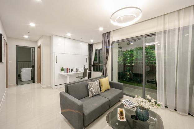 Các căn hộ VinCity đều được ra mắt với thiết kế hiện đại, ban công được bố trí rộng thoáng hút ánh nắng và gió tự nhiên vào trong nhà, không gian bếp và phòng khách liên thông, phòng ngủ thoáng đãng, có cửa sổ lớn.