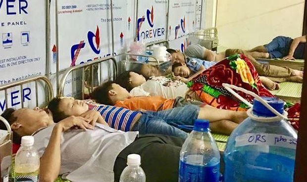 Các cháu nhỏ được nằm điều trị tại Bệnh viện Sản Nhi Ninh Bình khi có biểu hiện nghi bị ngộ độc thực phẩm.