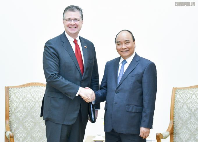 Thủ tướng Nguyễn Xuân Phúc tiếpông Daniel J. KritenbrinkĐại sứ Hoa Kỳ tại Việt Nam.