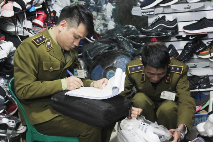 Hà Nội: Kiểm tra tình hình vi phạm hàng giả, hàng nhái trước Tết Nguyên đán Kỷ Hợi 2019