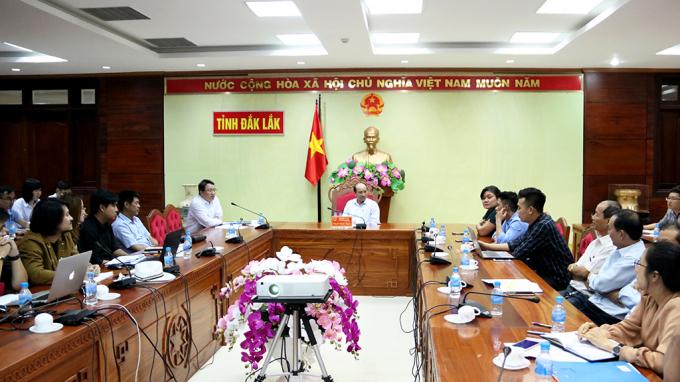 Các đại biểu tham gia cuộc họp góp ý các đoạn phim quảng bá, giới thiệu về tỉnh. (Ảnh:daklak.gov.vn)