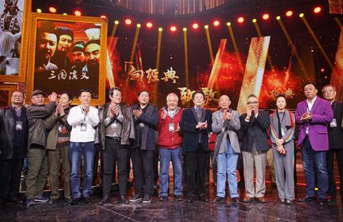"""Mới đây, Đài Truyền hình Trung ương Trung Quốc CCTV vừa tổ chức buổi gặp gỡ đòan phimnhân kỷ niệm 25 năm lên sóng. Hầu hết các thành viên trong ekip, từ đạo diễn, chỉ đạo võ thuật, mỹ thuật đến các gương mặt diễn viên quen thuộc như đều có mặt khá đầy đủ trong dịp đặc biệt này. Tờ Sina gọi đây là """"buổi trùng phùng có cả niềm vui, nỗi buồn và những giọt nước mắt""""."""