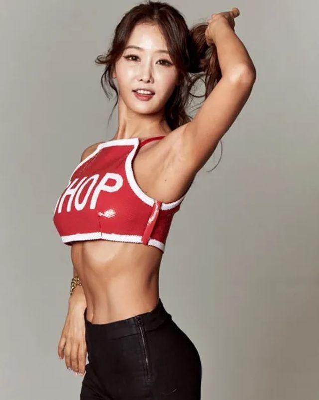 Ngoài gương mặt xinh xắn, Lee Su Jin còn sở hữu thân hình cân đối và nóng bỏng tuổi đôi mươi.
