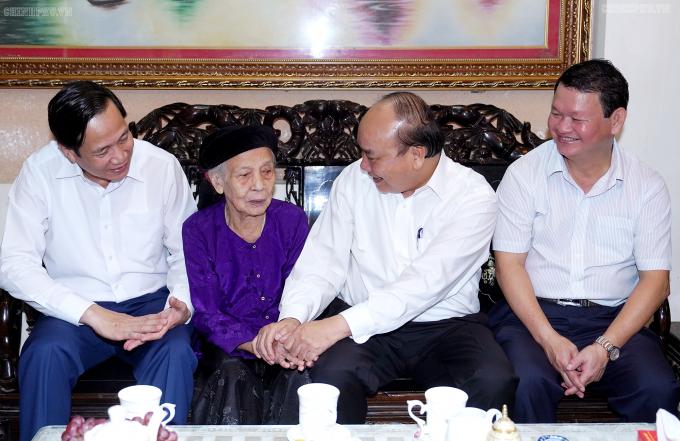 Thu tuong tham Ba Tran Thi Don-vo Liet sy Pham Ngoc Tuy