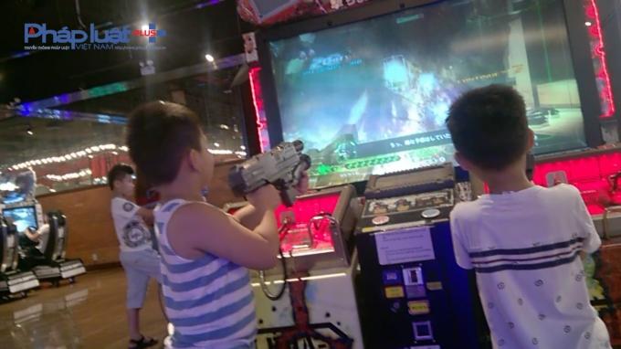 Những trò chơi như bắn súng, chém giết, đánh đấm dã man này thu hút lượng lớn trẻ nhỏ tham gia. Tại đây không hề có quy định, hay hướng dẫn nào về độ tuổi chơi game.