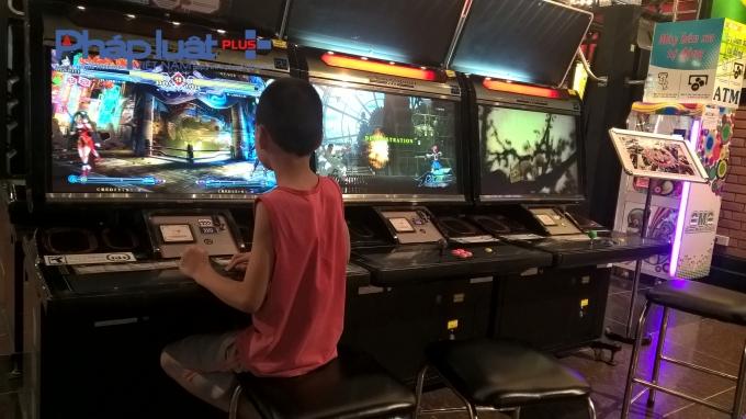 Mặc dù tại khu vui chơi Dream Games có rất nhiều nhân viên hướng dẫn, nhưng những trường hợp trẻ tự ý chơi các trò chơi trên 13 tuổi vẫn không hề được can thiệp.