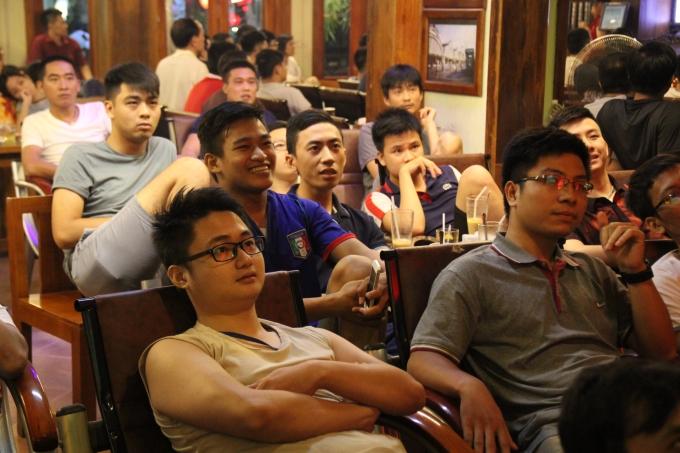 Những khu vực nhiều quán Café bóng đá như Tô hiệu, Đào Tấn (Hà Nội) luôn đông khách khi có trận siêu kinh điển của Giải ngoại hang Anh.