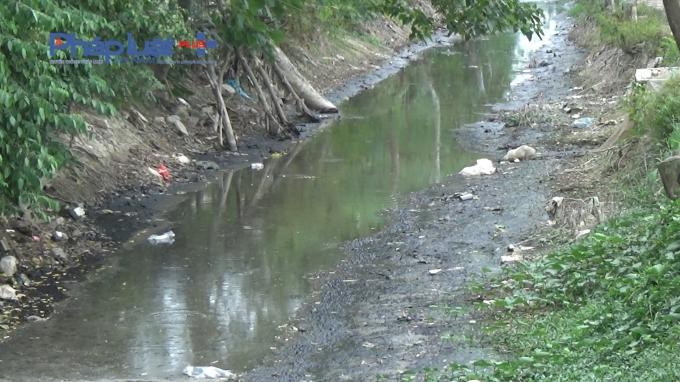 Con sông bị ô nhiễm nặng