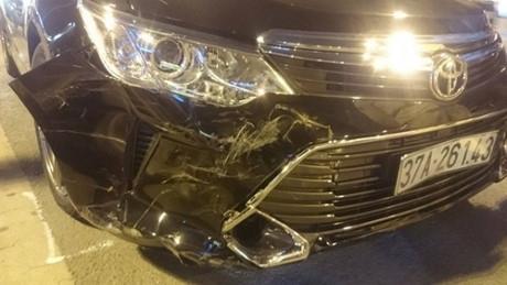 Xe Camry gây tai nạn liên hoàn (Ảnh: Đ.Nam)