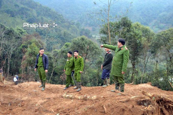 Các chiến sĩ công an huyện Bắc Mê đang phải ngày đêm thức canh gác không cho vàng