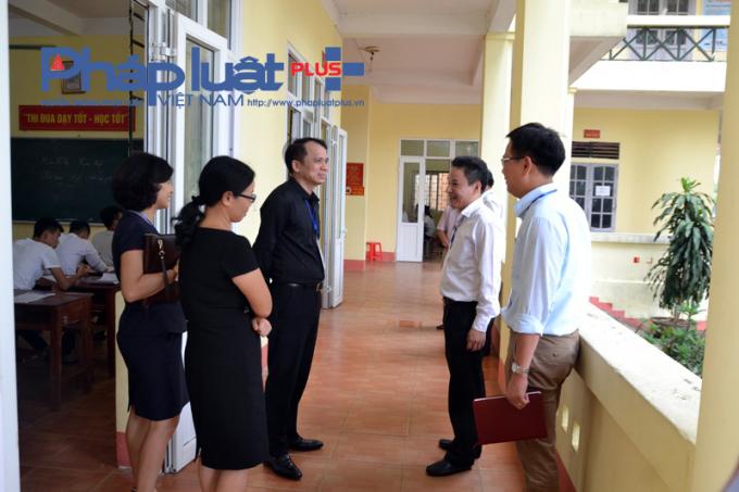 Thứ trưởng Phạm Mạnh Hùng thăm, kiểm tra trường nội trú cấp II-III Bắc Quang. (ảnh: Giào Họ)