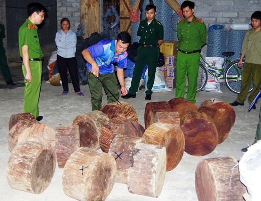 Tang vật thu được tại nhà của đối tượng Nguyễn Văn Chiến. (Ảnh: Báo Hà Giang).