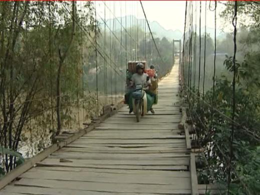 Cầu treo - nơi nữ sinh bất ngờ nhảy cầu tự vẫn. (Ảnh minh họa).