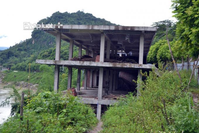 Nhà hàng Sông Núi xây dựng nhà ăn vi phạm về pháp Luật Đất đai và Luật Xây dựng.
