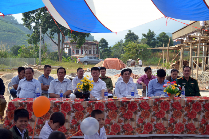 nhiều đại biểu đến dự lễ khánh thành.