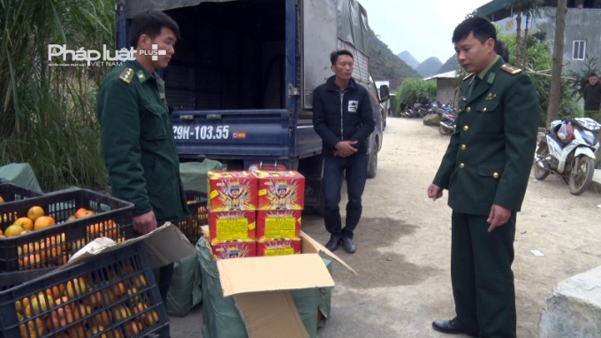 Đồn Biên Phòng Đồng Văn tiến hành kiểm tra số lượng tang vật.