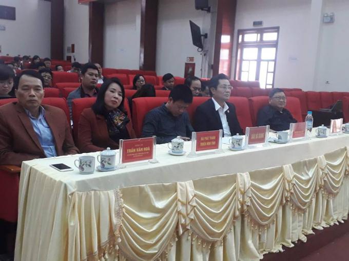 Lãnh đạo huyện và lãnh đạo báo chí tại buổi gặp mặt.