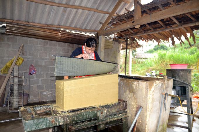 Nghề truyền thống giấy Bản đã được người Dao ở thôn Thanh Sơn lưu giữ hàng trăm năm.