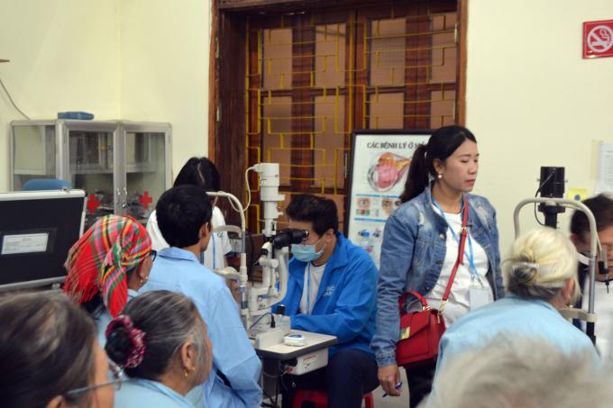 Những thiết bị kỹ thuật hiện đại cũng được đoàn này mang đến khám, mổ cho các bệnh nhân.