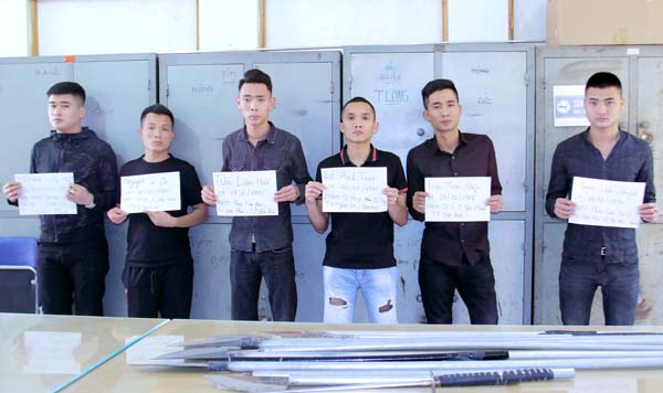 Các đối tượng tại cơ quan công an. (Ảnh: Baolaocai.vn)