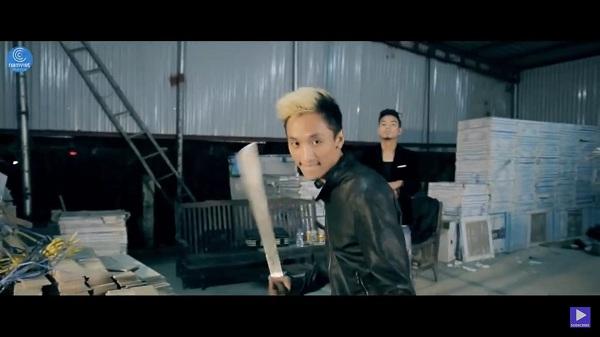 Minh Hiển đóng vai hành động trong MV của nam ca sĩ Du Thiên.