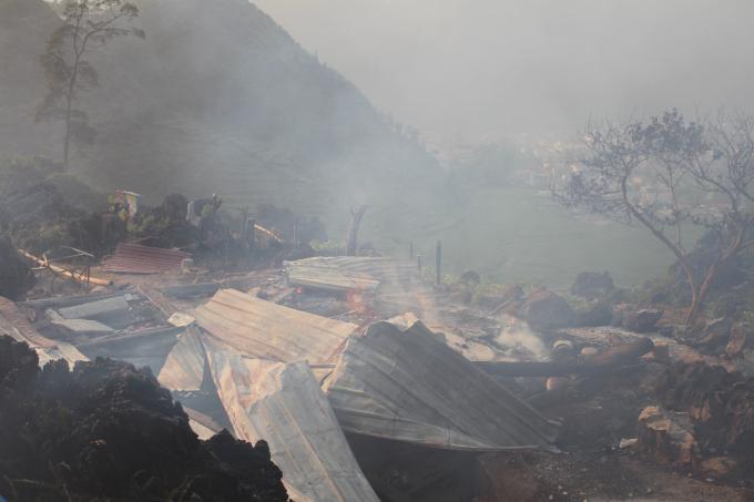 Ngôi nhà đã bị lửa thiêu rụi hoàn toàn.