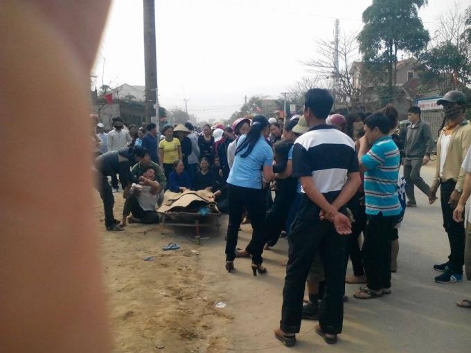 Hà Tĩnh: Đâm gãy biển quảng cáo, một nam sinh chết thảm